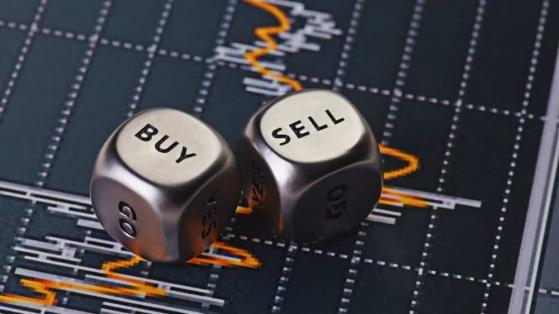 Should You Buy or Sell Cineplex (TSX:CGX)?
